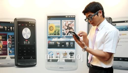 [사진]3D로 즐기는 태블릿 'Z3D'