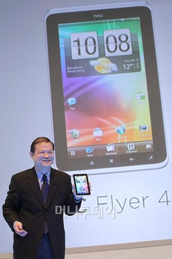"""[사진]잭 통 사장 """"HTC 최초 태블릿입니다"""""""