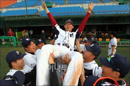 [사진]현대해상 김태호, MVP-우수투수상 2관왕