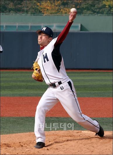 [사진]130km 육박하는 김태호 선수 투구