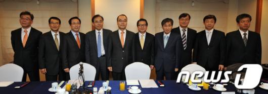 [사진]박재완 장관, 경제연구기관장들과 조찬간담회