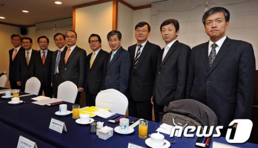[사진]박재완 장관, 경제연구기관장들과 간담회