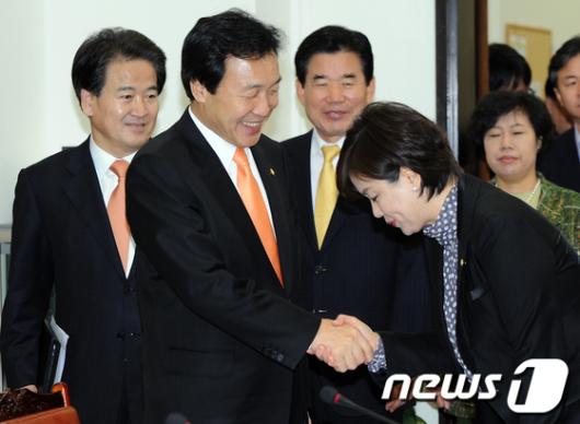 [사진]합의 후 민주당 표정
