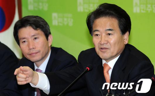 """[사진]정동영 """"비준안 서명은 날치기 묵인과 배후조종"""