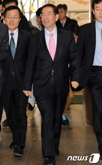 [사진]박원순 시장, 시의회 출석