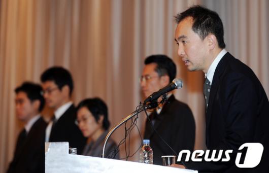 [사진]공식사과문 발표하는 서민 넥슨 대표이사