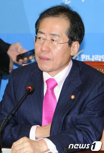 [사진]심각한 홍준표 대표