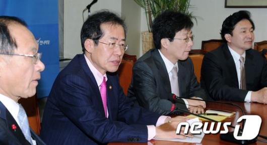 [사진]한나라당 최고위원회의 디도스 대책논의
