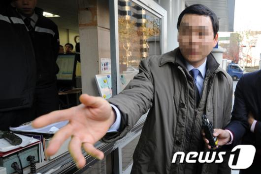 [사진]경찰 소환된 박희태 국회의장 비서