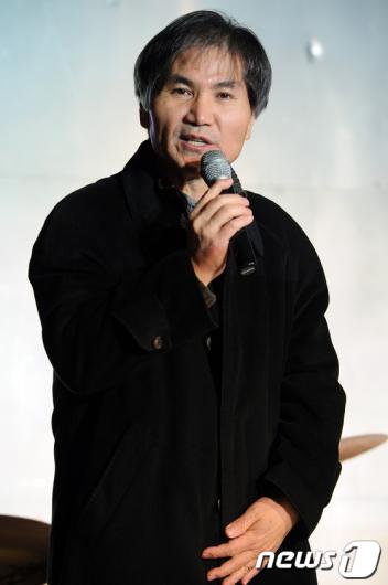 [사진]통합 안건 말하는 이용선 시민통합당 대표