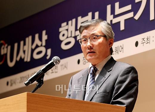[사진]인사말 하는 김충식 방송통신위원회 상임위원