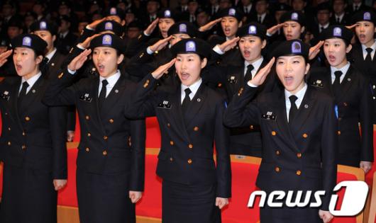 [사진]'충성!' 외치는 여성 ROTC