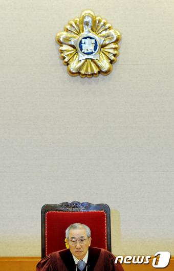 [사진]공개변론 참석한 이강국 헌법재판소장