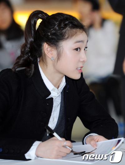 [사진]김연아 '귀 쫑긋'