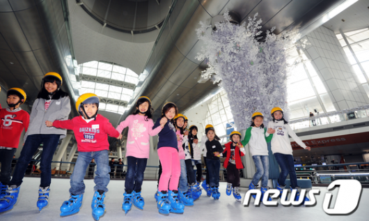 [사진]인천공항서 즐기는 스케이트
