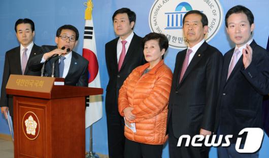 [사진]한나라당 재창당 모임 기자회견