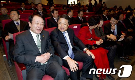 [사진]보호청소년 뮤지컬 관람온 권재진 장관