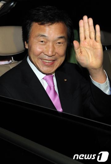 [사진]전국지역위원장회의 마친 손학규 대표