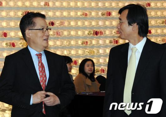 [사진]'얘기 나누는 박지원-유시민'