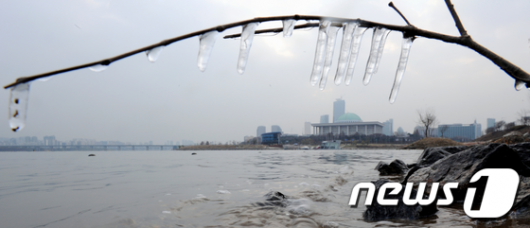 [사진]꽁꽁 얼어붙은 정국