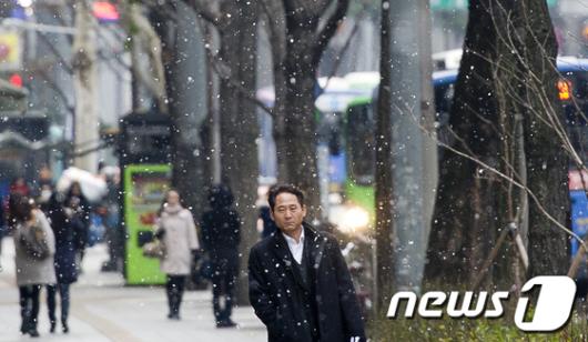 [사진]첫눈 오는 서울