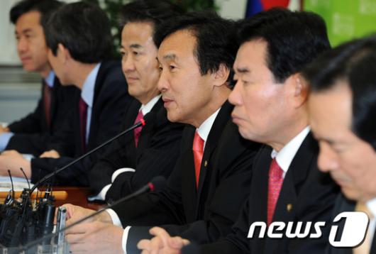 [사진]모두 발언하는 손학규 대표