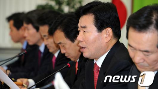 [사진]모두발언하는 김진표 원내대표