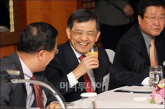 [사진]축하받는 권오현 삼성전자 부회장