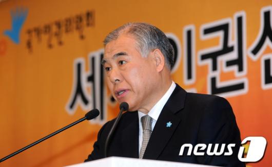 [사진]축사하는 현병철 위원장
