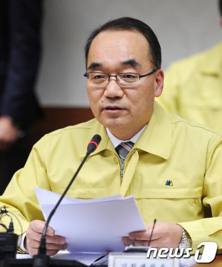 [사진]'김정일 사망' 관계장관 회의 주재하는 박재완 장관