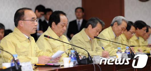 [사진]박재완 장관, 국민들 안정 당부