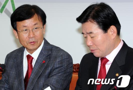 [사진]의견나누는 원혜영-김진표