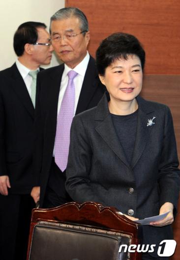 """[사진]박근혜""""국민들 용처럼 비상하는 한해"""""""