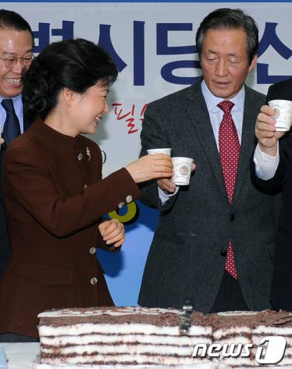 [사진]박근혜-정몽준 대선 건배?