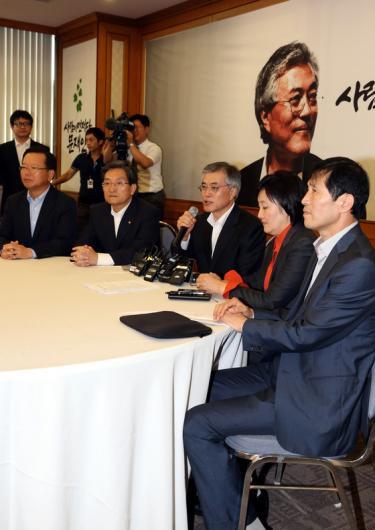[사진]문재인 후보, 담쟁이 기획단 첫 회의