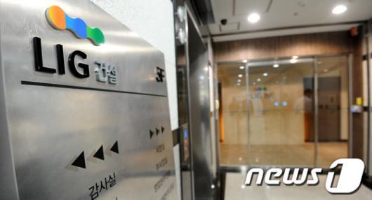 [사진]檢, LIG 본사·계열사·구자원회장 자택 압수수색