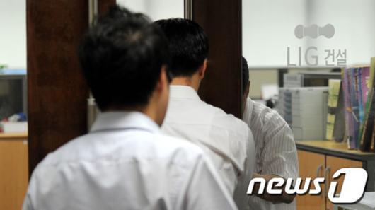 [사진]검찰, CP 부당 발행 의혹…LIG건설 압수수색