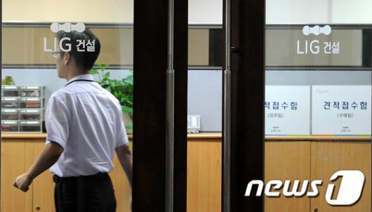 [사진]검찰 압수수색에 LIG '노심초사'