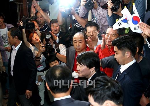 [사진]안철수 대선출마....시민들의 뜨거운 반응