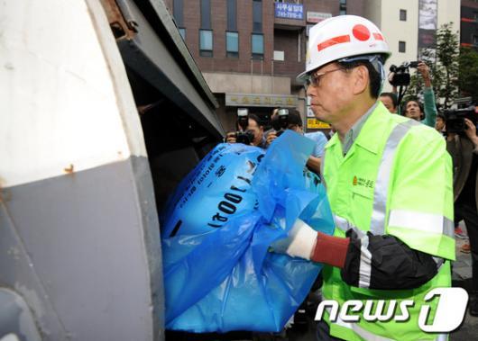 [사진]환경미화원된 김황식 총리