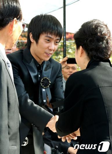[사진]은지원 손잡은 박근혜