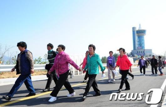 [사진]발길 돌리는 나로호 관람객
