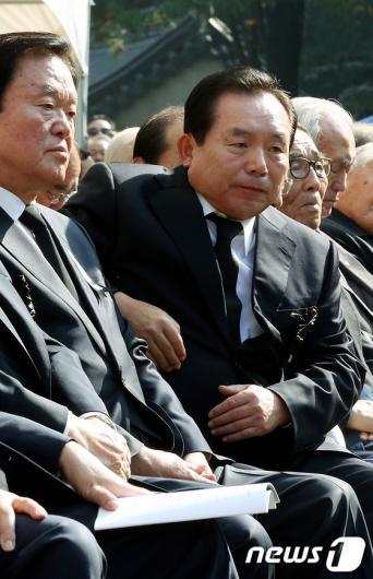 [사진]박정희 前 대통령 추도식 참석한 이인제