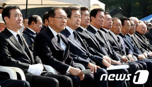 [사진]朴 前 대통령 추도식 참석한 정계 인사들