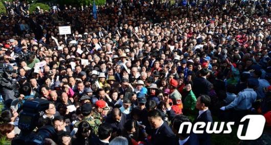 [사진]박정희 전 대통령 추도식 '몰려든 추모객'