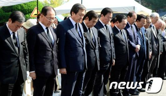 [사진]朴 前 대통령 추도식 참석한 정치인들