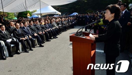 [사진]朴 前 대통령 추도식, '유족인사'