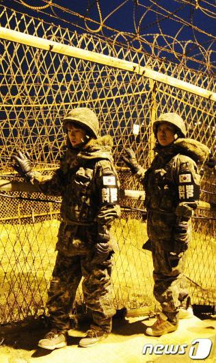 [사진]곰신들의 야간 GOP 철책 경계근무 체험