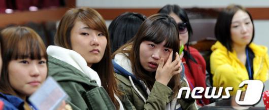 [사진]눈시울 붉히는 곰신