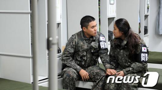 [사진]군대체험 온 곰신과 현역 남친의 만남